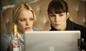 Passion - McAdams Noomi Rapace Apple Macbook