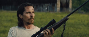 Out of the Furnace - Bale, rifle