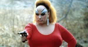 I Am Divine - Pink Flamingos, gun