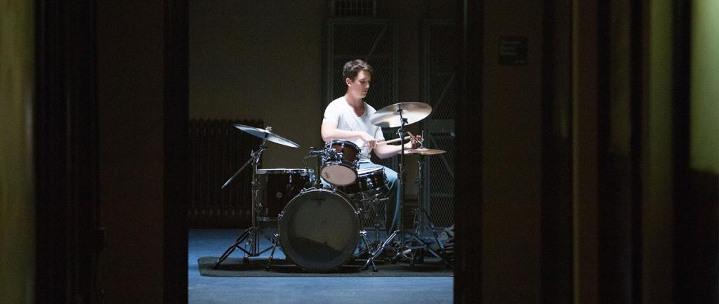 Whiplash - Miles Teller practising