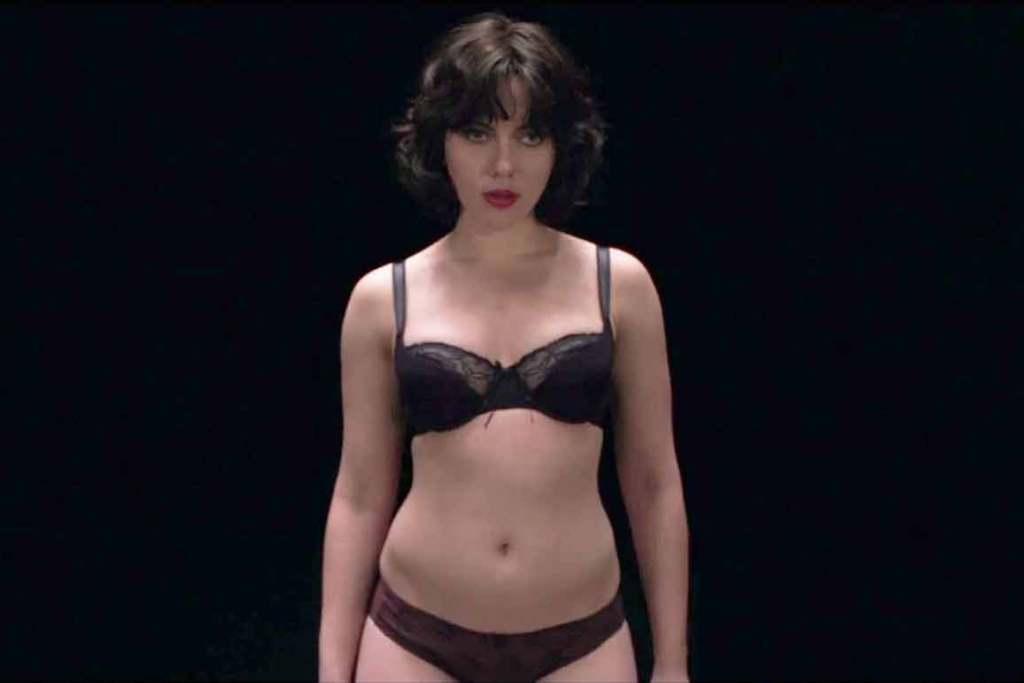 2014-Review---Scarlett-Johansson-black-underwear,-Under-The-Skin