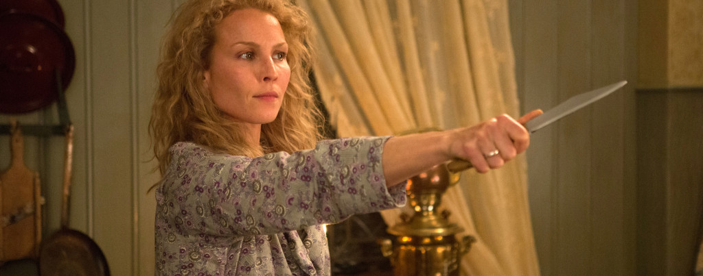 Child-44---Noomi-Rapace,-knife