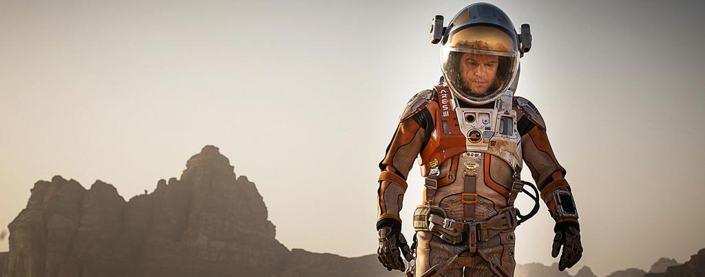 The-Martian---Matt-Damon,-walking-on-Mars