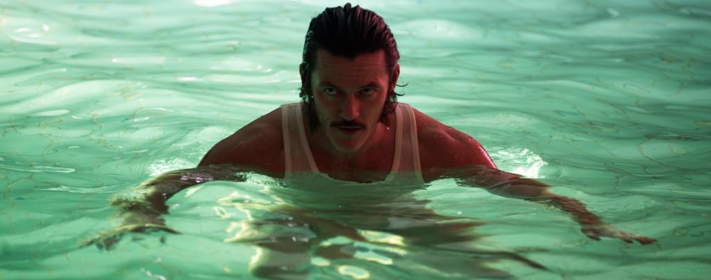 High-Rise---Luke-Evans,-swimming-pool