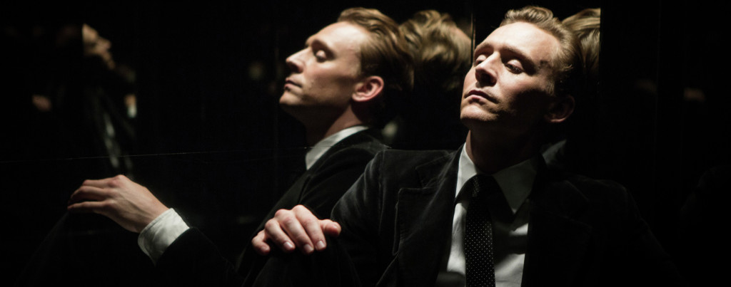 High-Rise---Tom-Hiddleston,-lift-mirror-reflection