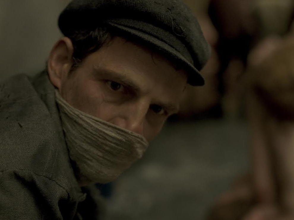 Son-of-Saul---Geza-Rohrig,-facemask