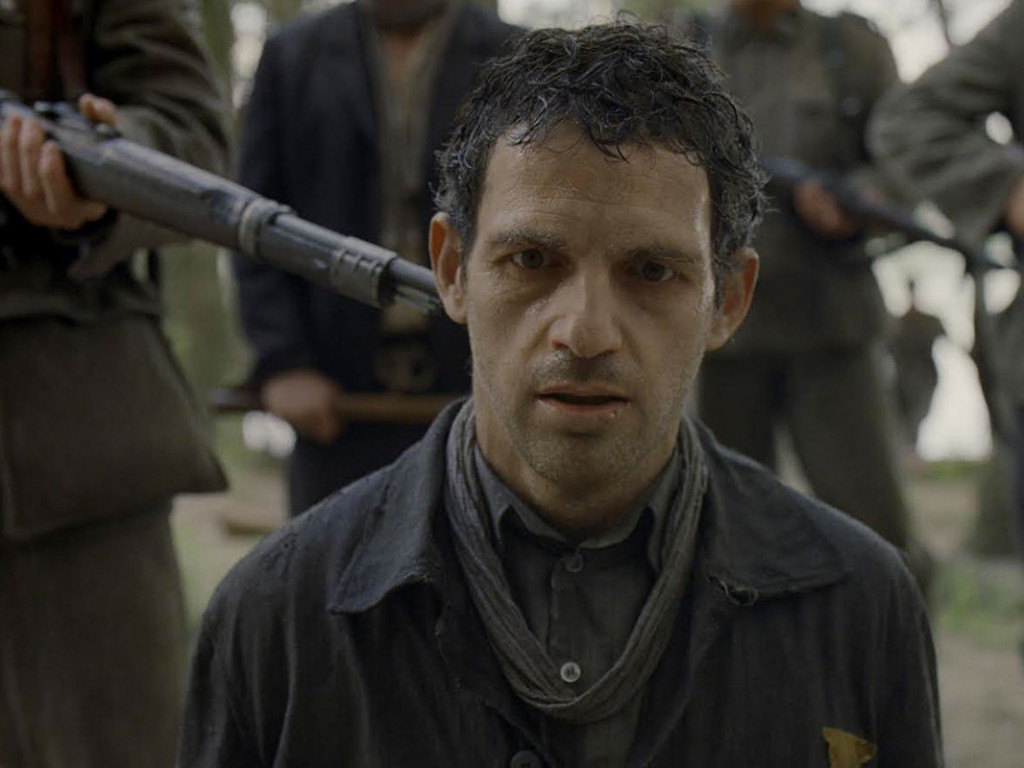 Son-of-Saul---Geza-Rohrig,-gunpoint
