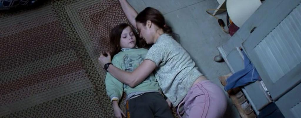 Room---Brie-Larson,-Jacob-Tremblay,-sleeping-on-floor