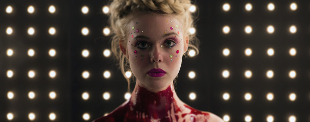 The-Neon-Demon---Elle-Fanning,-bloody-throat