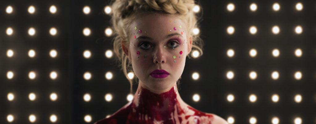 The-Neon-Demon---Elle-Fanning,-bloody-throat