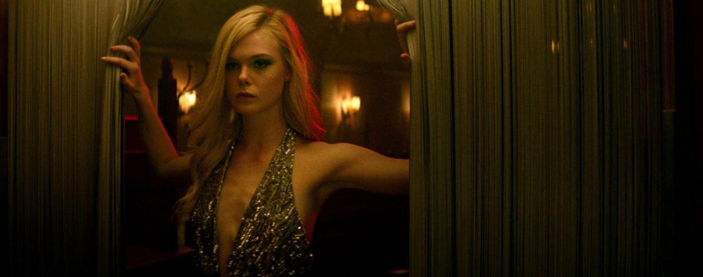 The-Neon-Demon---Elle-Fanning,-gold-top